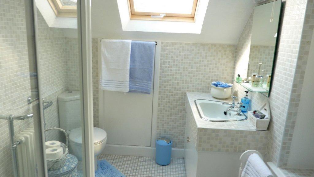 Guest Bathroom at Kinnaber B&B