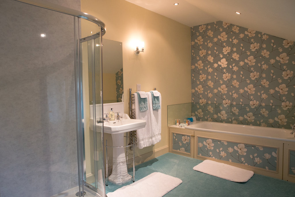 Abbotshaw House - Reiver suite bathroom