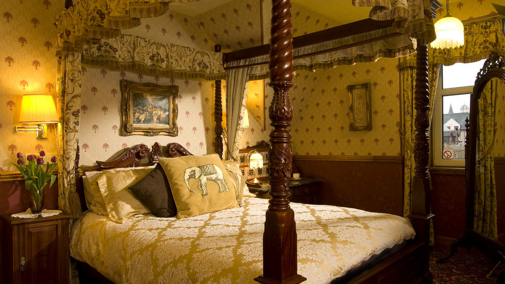 Four Poster Guest Bedroom at Bluebell House