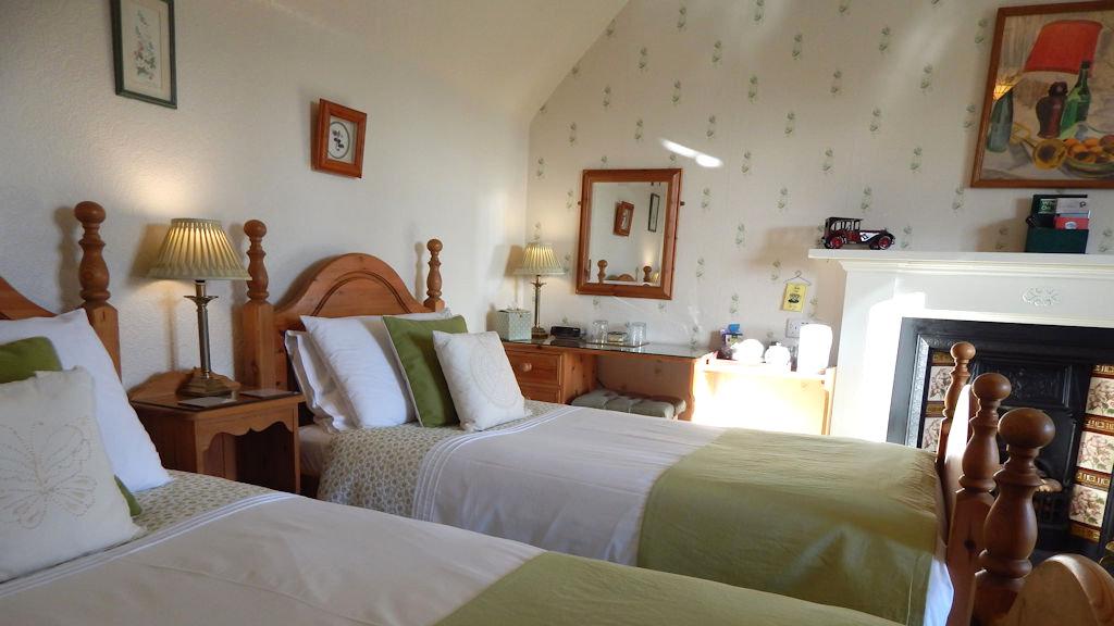 Twin bedroom at Glengarry B&B