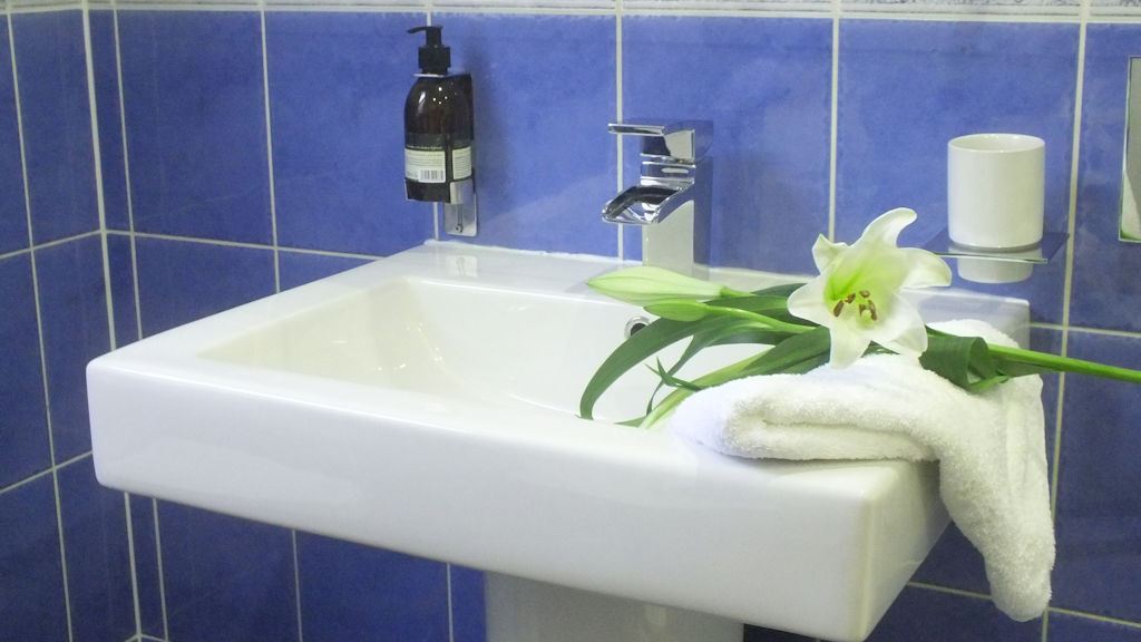 Luxury ensuite bathroom at Pottery House Loch Ness B&B
