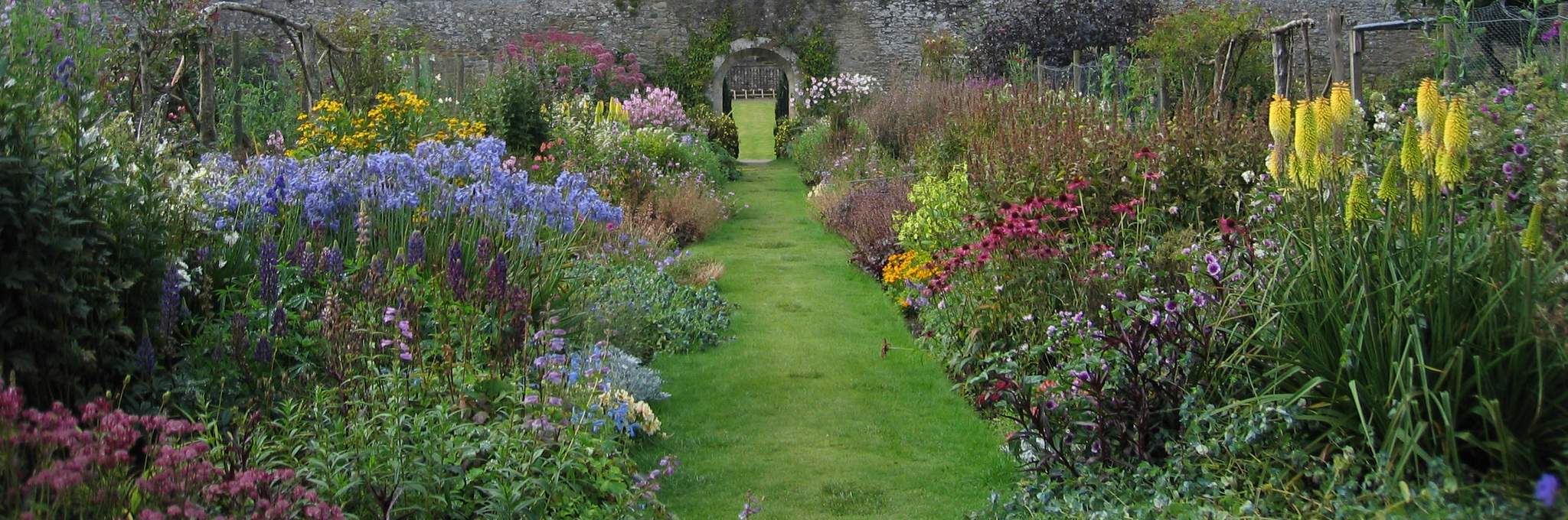 scottish gardens from the highlands to the lowlands